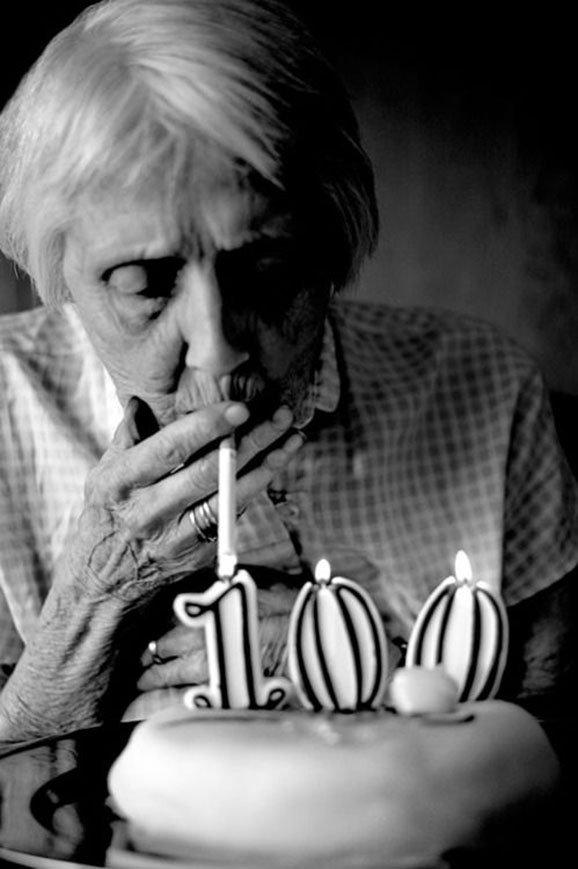 starší ženy kouří