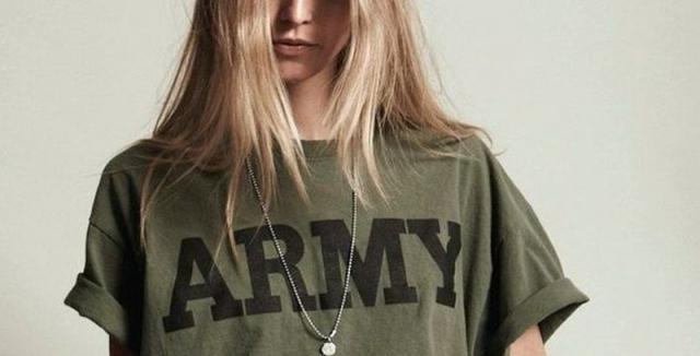 79244480db5 I army styl může vypadat elegantně a ženám velmi sluší • Styl ...