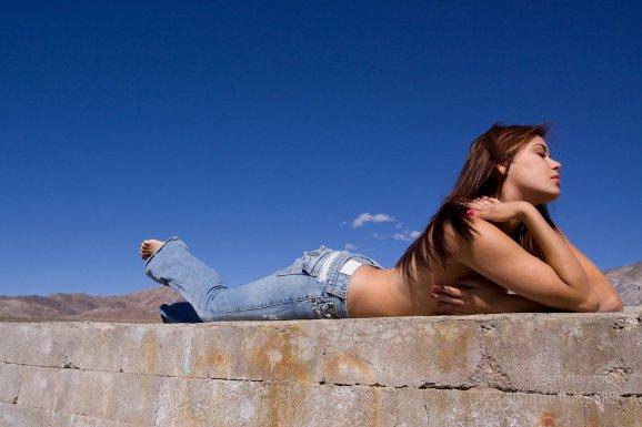 4bed324b0bf Fotogalerie  Moderní džíny dokáží vonět a i bojovat s nežádoucí ...